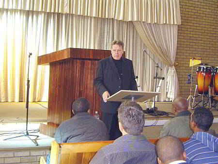 Jan van Rooyen instructing Marketplace Ministers in Leondale